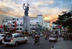 De Stad van Nhatrang, Vietnam in de avond Stock Foto
