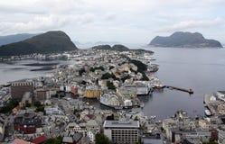 De stad van Olesund Noorwegen van het panorama Royalty-vrije Stock Foto's