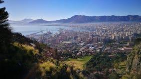De stad van Palermo en havenlandschap Stock Afbeelding
