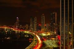 De Stad van Panama bij Nacht stock afbeeldingen