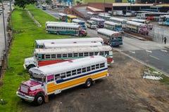 DE STAD VAN PANAMA, PANAMA - MEI 30, 2016: De bussen wachten bij Albrook-Busterminal in Panama CIT royalty-vrije stock foto