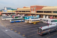 DE STAD VAN PANAMA, PANAMA - MEI 27, 2016: De bussen wachten bij Albrook-Busterminal in Panama CIT royalty-vrije stock afbeelding