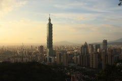 De Stad van panoramataipeh bij zonsondergang Taiwan royalty-vrije stock fotografie