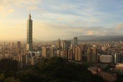 De Stad van panoramataipeh bij zonsondergang Taiwan stock afbeelding