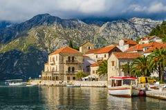 De stad van Perast in Montenegro stock afbeeldingen