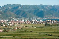 De Stad van Pogradec in Zuidoostelijk Albanië royalty-vrije stock afbeelding