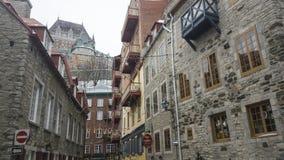 De Stad van Quebec, de mening van Canada Fairmont Le Chateau Frontenac van Rue Notre Dame Stock Fotografie