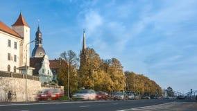 De stad van Riga bij presidendtkasteel stock footage