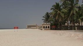De stad van Salalaoman op kust met strand stock videobeelden