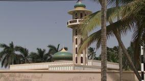 De stad van Salalaoman op kust met strand stock video