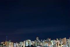 De Stad van Salvador bij Nacht Stock Foto's