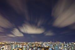 De Stad van Salvador bij Nacht Stock Foto