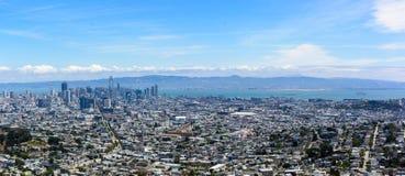 De stad van San Francisco zoals die van Tweelingpieken wordt gezien stock fotografie