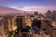 De stad van Sao Paulo bij nacht Stock Fotografie