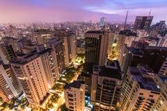 De stad van Sao Paulo bij nacht Stock Afbeeldingen