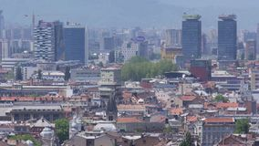 De stad van Sarajevo en commercieel centrum stock videobeelden