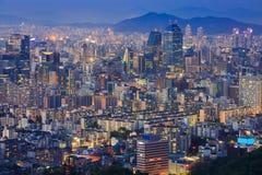 De Stad van Seoel en van de binnenstad bij Nacht, Zuid-Korea stock afbeeldingen