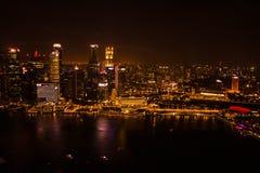 De Stad van Singapore bij Nacht Royalty-vrije Stock Afbeeldingen