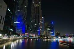 De stad van Singapore bij nacht Royalty-vrije Stock Afbeelding