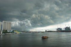 De stad van Singapore onder wolken Royalty-vrije Stock Foto's