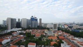 De stad van Singapore van historische gebouwen en wolkenkrabbers stock footage