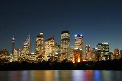 De Stad van Sydney bij nacht. Stock Afbeelding