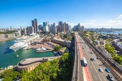 De stad van Sydney in de zomerochtend Stock Afbeeldingen
