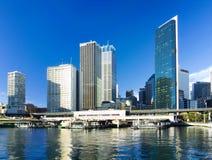 De stad van Sydney en veerbootterminal Royalty-vrije Stock Afbeeldingen