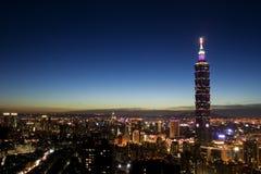 De Stad van Taipeh bij nacht Royalty-vrije Stock Afbeeldingen