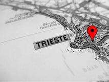 De stad van Triëst over een wegenkaart ITALIË Stock Foto