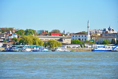 De stad van Tulcea, mening van de Donau stock afbeeldingen