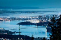 De stad van Vancouver in de nacht royalty-vrije stock foto's