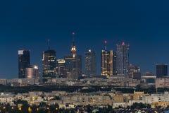 De stad van Warshau de stad in bij nacht royalty-vrije stock foto's