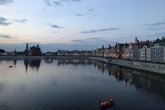 De stad van Yoshkarola Mari El, Rusland De Dijk van Brugge in de stad van Yoshkar-Ola bij nacht stock afbeeldingen