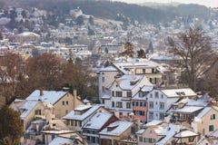 De stad van Zürich in Zwitserland in de winter royalty-vrije stock afbeeldingen