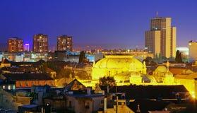 De stad van Zagreb bij nacht - Kroatië royalty-vrije stock afbeelding