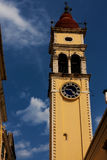 De stads blauwe hemel van Korfu van de torenklok Stock Afbeelding