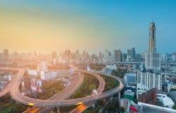 De stads centrale van bedrijfs Bangkok achtergrond en viaductkruising van de binnenstad Royalty-vrije Stock Afbeelding
