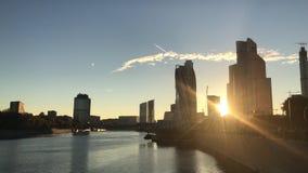 De Stads commercieel van Moskou centrum, dichtbij rivier stock video
