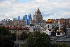 De Stads Commercieel van Moskou Centrum en de oude bouw van Moskou Stock Fotografie