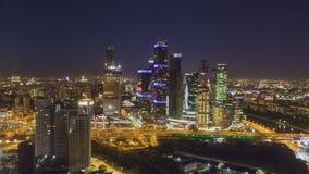 De Stads Commercieel van Moskou Centrum en Stadshorizon bij Nacht Rusland Lucht Mening stock videobeelden
