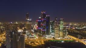 De Stads Commercieel van Moskou Centrum en Stadshorizon bij Nacht Rusland Lucht Mening stock video