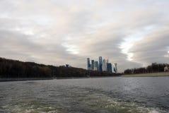 De Stads van bedrijfs Moskou complexe bureaus en flats stock fotografie