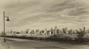 De stads zwart-witte horizon van New York Stock Afbeelding