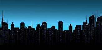 De stadsachtergrond van de nacht met bureau en wolkenkrabbers Stock Foto's
