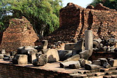De stadsbouw blijft, blijft het standbeeld van Boedha van Wat Phra Sri Sanphet Temple in Ayutthaya, Thailand (Si Ayutthaya&#x van Stock Foto