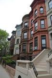 De Stadsbrownstones van New York bij de historische buurt van Vooruitzichthoogten Stock Foto's