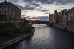 De stadscentrum van Stockholm bij zonsondergang royalty-vrije stock afbeeldingen