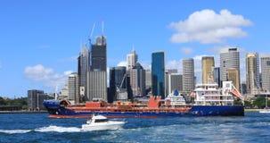 De stadscentrum van Sydney, Australië met voorgrondschepen 4K stock footage