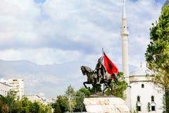 De stadscentrum van Tirana en de architectuur van Skanderbeg-Vierkant stock foto's